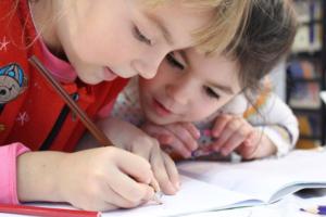 Umfrage: Kind & Job - Wie schaffen Sie das?